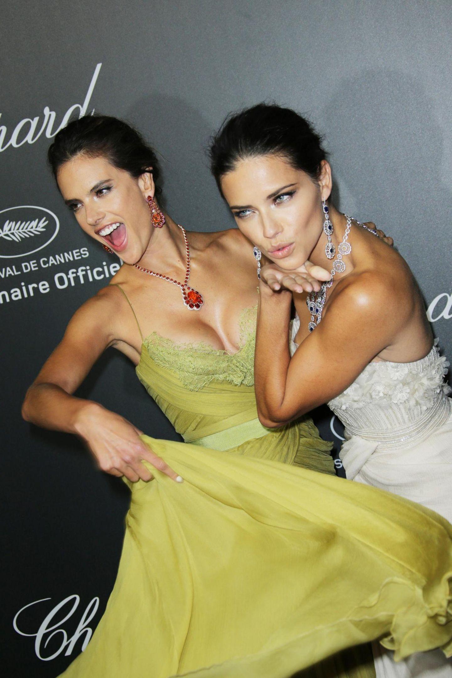"""Alessandra Ambrosio und Adriana Lima nehmen am """"Chopard Backstage Dinner"""" und der anschließenden After-Show-Party teil."""