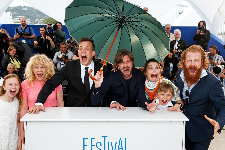 """Der Filmstab der schwedisch-französischen Produktion """"Turist"""" schreit beim Photocall."""