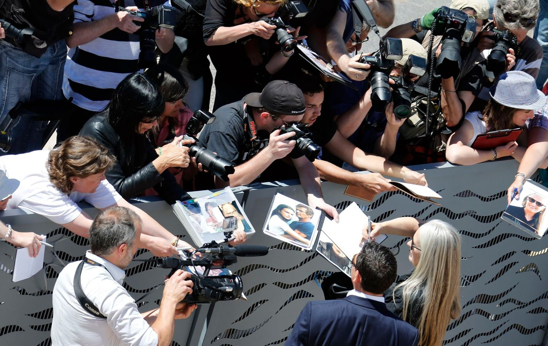 Jury-Präsidentin Jane Campion wird bei ihrer Ankunft von Fotografen und Fans umringt.
