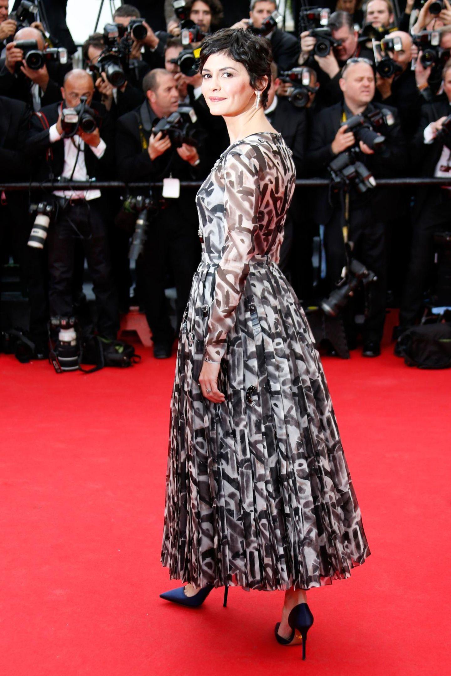 """Auf dem roten Teppich der """"Grace of Monaco""""-Premiere wird Audrey Tautou von einem Scheinwerfer angestrahlt."""