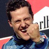 Oktober 1995  Nach dem Gewinn seines ersten Weltmeistertitels 1994 freut Michael Schumacher sich über weitere Polepositions.