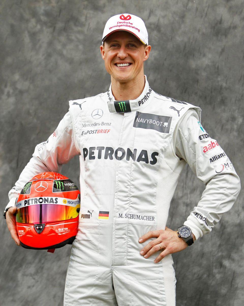 März 2012  Am 23. Dezember 2009 gibt Michael Schumacher sein Comeback in der Formel 1 bekannt. 2010 stellt Mercedes sein neues Team, bestehend aus Schumacher und Nico Rosberg, vor. 2012 gibt er nach keinem einzigen Sieg für Mercedes sein endgültiges Ausscheiden aus der Formel 1 bekannt.