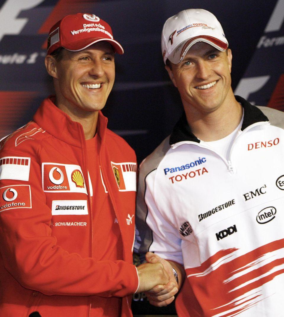 Mai 2006  2006 bestreitet Michael Schumacher sein letztes Rennen für Ferrari. Er schließt ein Comeback in die Formel 1 aus.