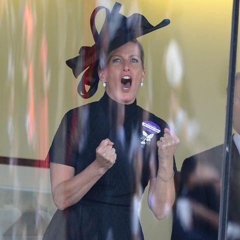 Sophie von Wessex feuert ihr Pferd zum Sieg.