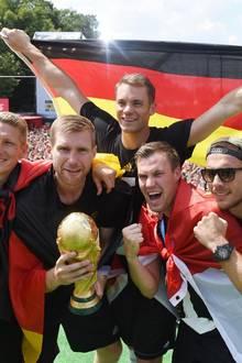 Sarah Brandner: Die frisch gebackenen Weltmeister genießen die Party in Berlin.