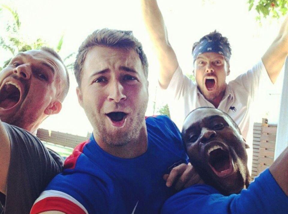 Josh Duhamel und seine Freunde freuen sich über ein Tor der amerikanischen Mannschaft.