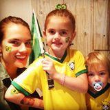 Alessandra Ambrosio freut sich mit ihren Kindern Anja und Noah über den Einzug Brasiliens ins Viertelfinale.