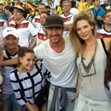 Annemarie Carpendale postet diesen Schanppschuss von sich, Lena Gercke, Mandy Capristo, Thomas Hayo und Sarah Barndner aus dem Stadion in Rio.