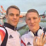 Manuel Neuer und Bastian Schweinsteiger fliegen nach dem Spiel gegen die U.S.A. zurück nach Bahia.
