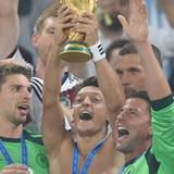 """Der beste Tag meines Lebens!"", twittert Mesut Özil."