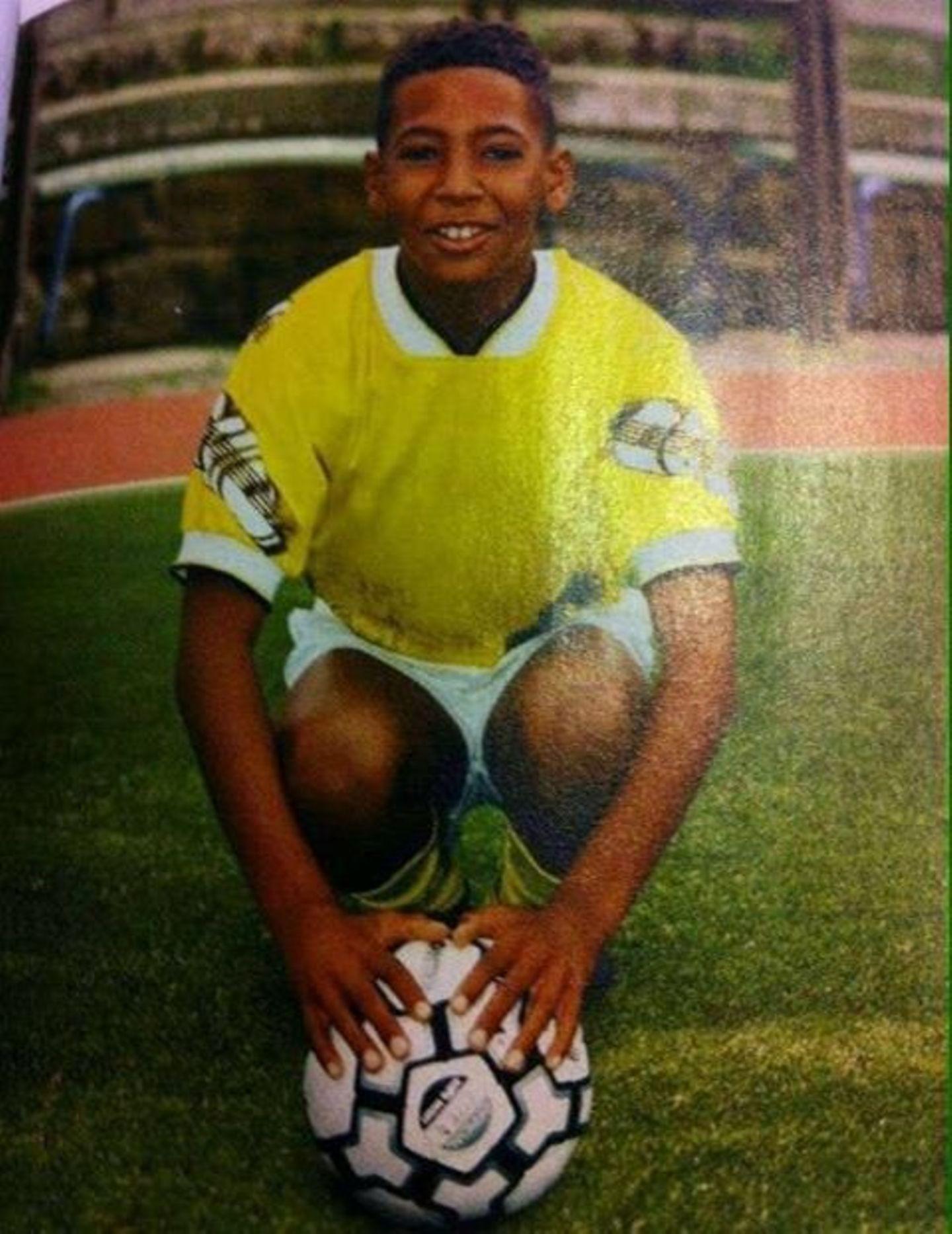 """""""So hat alles angefangen...! Der Traum vom WM-Finale"""", kommentiert Boateng sein Foto aus Kindheitstagen."""