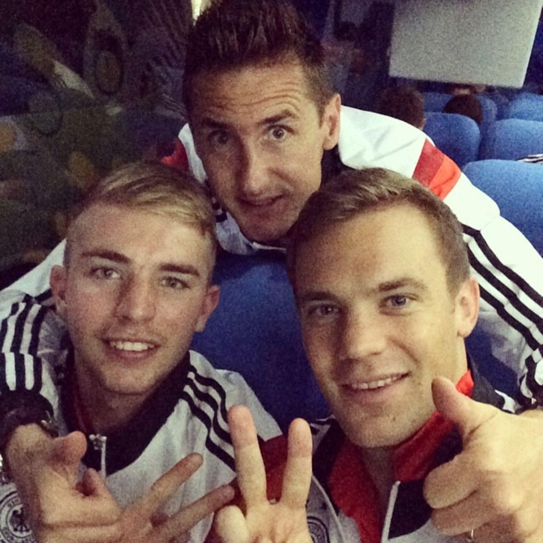 Christoph Kramer, Miro Klose und Manuel Neuer freuen sich über das 2:1 gegen Algerien und den Einzug ins Viertelfinale.