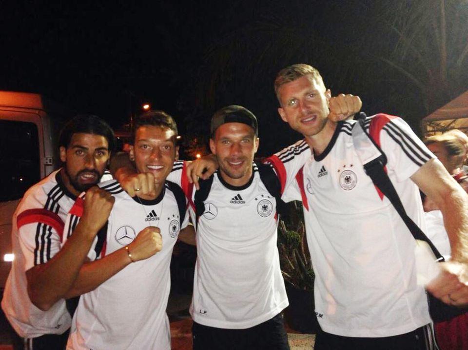 Sami Khedira, Mesut Özil, Lukas Podolski und Per Mertesacker machen sich auf nach Fortaleza zum nächsten Spiel gegen Ghana.