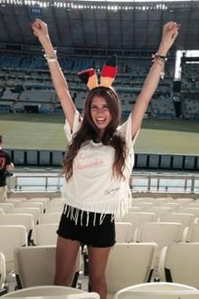 """""""Hallo ihr Lieben, Grüße aus Fortaleza. Mein Glücksbringer für das Deutschland-Spiel heute, natürlich mein #brasilienshirt für @ebay.de! Drückt der deutschen Elf die Daumen."""""""