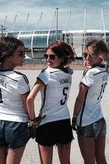 """Mit Schürrle-Freundin Montana und Götze-Freundin Ann-Kathrin geht es ins Stadion zum Spiel gegen Ghana: """"Let's go Germany"""""""
