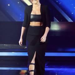 Helene Fischer lässt im schwarzen Leder-Outfit nicht nur den Bauch, sondern auch ihren inneren Punk raus. Gefällt uns!