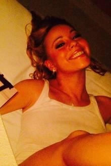 """Zeitmaschine Twitter: Mitte Juni 2014 postete Mariah Carey diesen Schnappschuss zusammen mit weiteren Fotos ihrer Kinder. Dazu schrieb sie: """"Schöne Moment mit #dembabies...so viel Glück!!"""" Peinlich nur, dass die Aufnahme von Carey aus dem Jahr 1997 stammt. Da flunkerte die 40-Jährige vor ihren 15 Millionen Followern ganz schön mit dem Alter. Dass sie glaubte, damit durchzukommen, ist ja der eigentliche Skandal."""