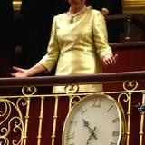 Königin Sofia nimmt ihren Platz ein.
