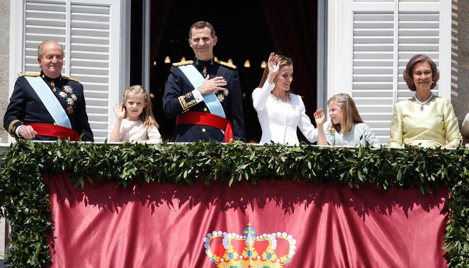 Auch König Juan Carlos und Königin Sofia können an diesem Tag lächeln.