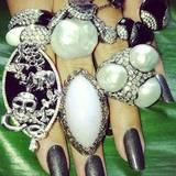 Heidi Klum hat mit ihren cool manikürten Krallen ein echtes Luxusproblem auf Instagram: Welchen Ring nehme ich denn bloß heute?