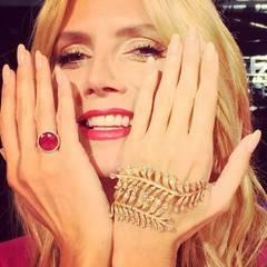 Edler geht's kaum: Heidi Klums schlanke Finger werden durch ihre Nude-Nägel noch verlängert und der Schmuck von Lorraine Schwartz kommt zauberhaft zur Geltung.