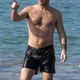 Jude Law hat zwar einige Geheimratsecken, seine beachtliche Körperbehaarung trägt der Brite aber voller Stolz zur Schau.