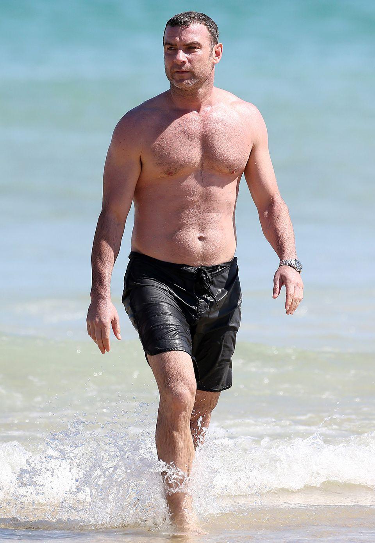 Liev Schreiber sieht man häufig beim Surfen und Joggen am Strand. Lebensgefährtin Naomi Watts dürfte es freuen, schließlich sieht ihr Liebster auch mit über Vierzig noch super aus.