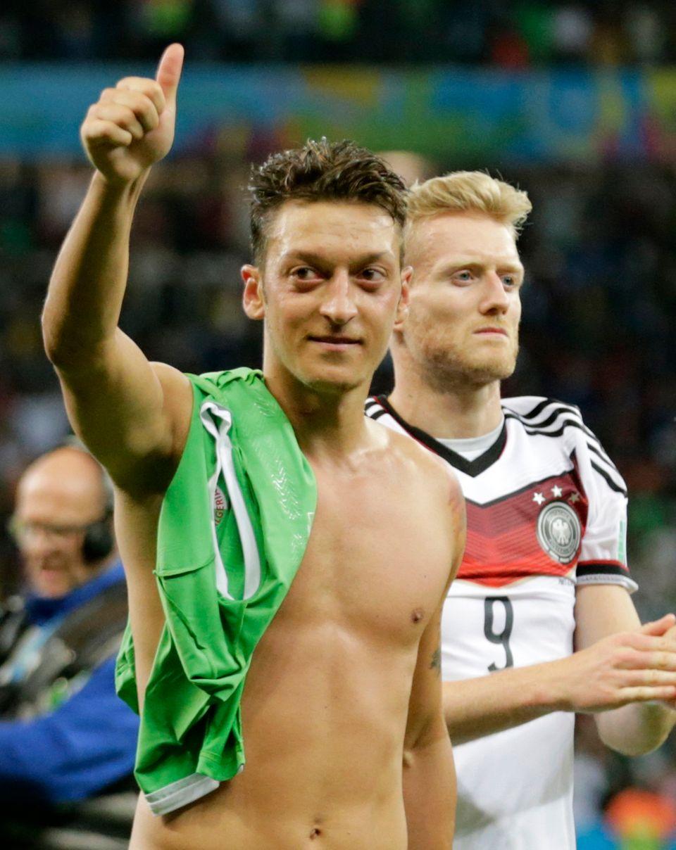 Die beiden Torschützen Mesut Özil und André Schürrle
