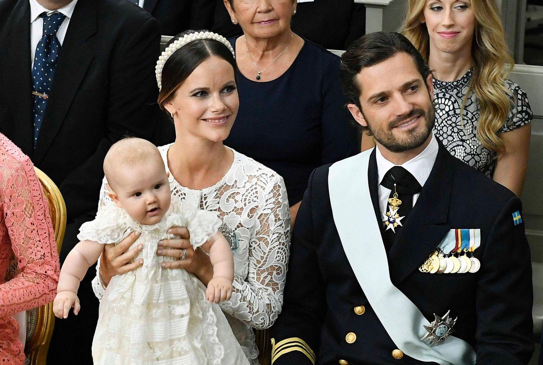9. September 2016  Vergnügt hüpft Alexander auf Mama Sofias Schoß.