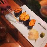 Beim Sushi essen in Beverly Hills gönnte sich die 41-Jährige eine überschaubare Portion.