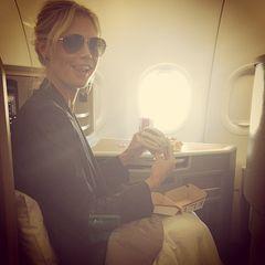 """Heidi Klum macht Werbung für Burger. Zu diesem Bild postet sie: """"Long Night, Breakfast of Champions""""."""