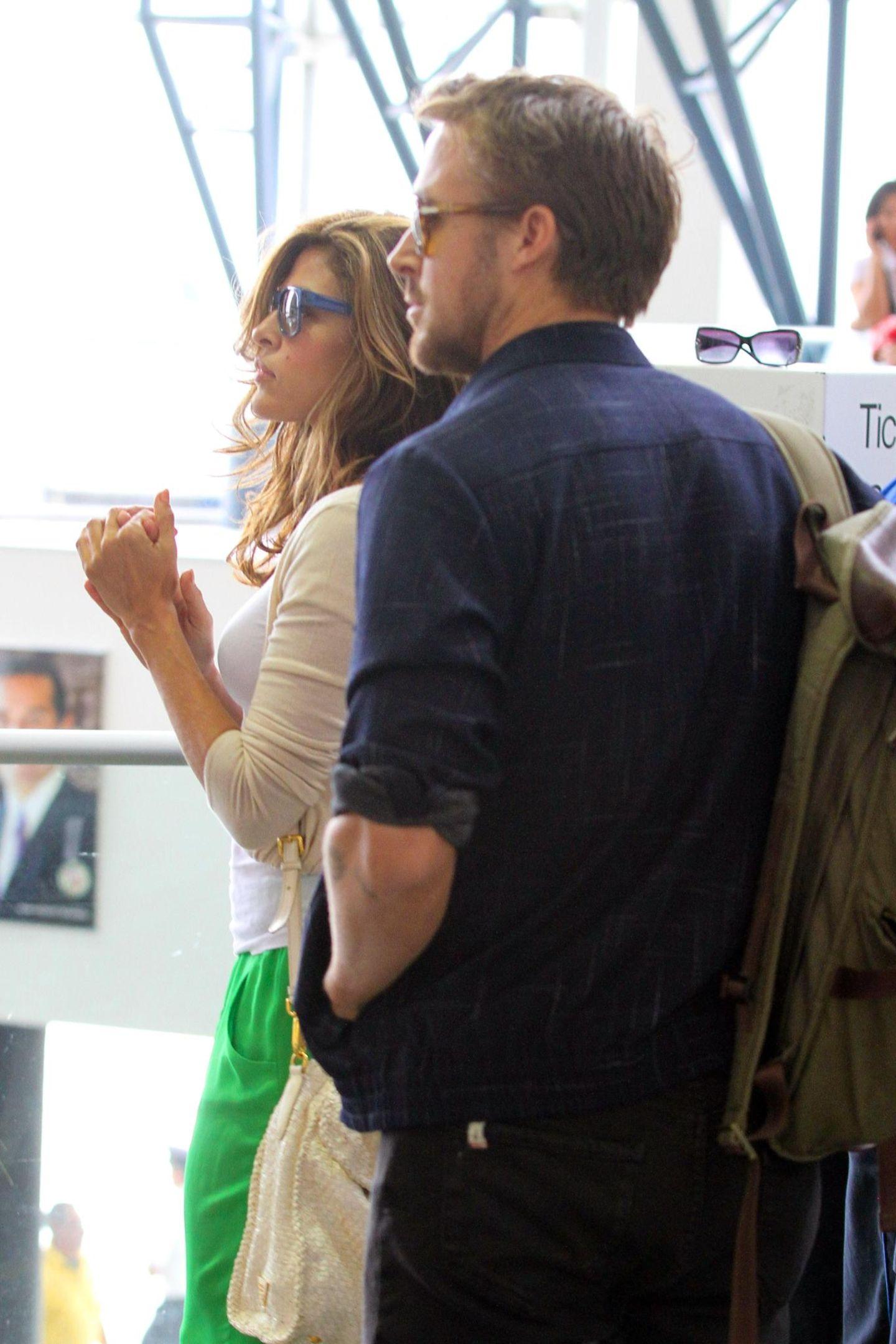 2. Juni 2012  Das Paar checkt am LAX-Flugahfen ein.