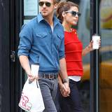 5. Oktober 2012  Hand in Hand schlendern Gosling und Mendes durch New York City.
