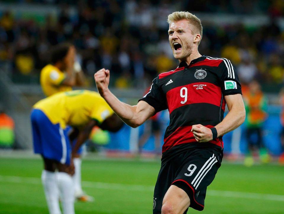 André Schürrle macht das deutsche Glück perfekt und schießt den Ball in Minute 69 und 79 ins Tor.