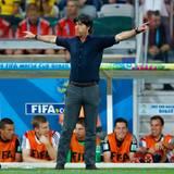 So langsam dämmert es Trainer Jogi Löw, dass sein Team gerade Geschichte schreibt.