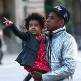 Oktober 2014  Beyoncé, Jay-Z und Töchterchen Blue-Ivy besuchen in Paris den Louvre.
