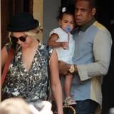 17. Juli 2013: Beyoncé und Jay-Z sind mit Tochter Blue Ivy in Toronto unterwegs.