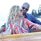 29. Juli 2016   Beyonce und Jay Z nehmen sich die Zeit für sich und fahren mit dem Boot auf der Seine.