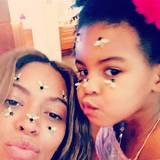 Auf Beyoncé und Blue-Ivy sind zum Valentinstag ein paar Bienchen gelandet.