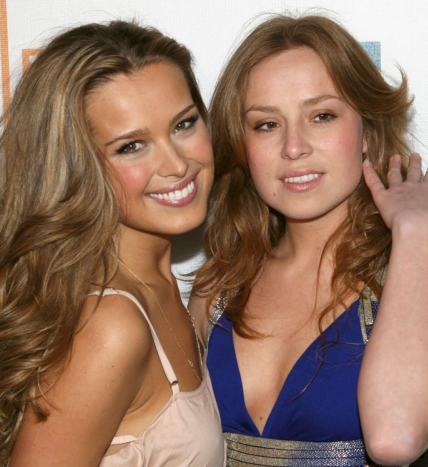 Petra und Olga Nemcova  Model Petra Nemcova genießt es sehr, ihre Schwester Olga mit auf Promi-Events zu nehmen. Wer kann diesen schönen Rehaugen im Doppelpack schon widerstehen?