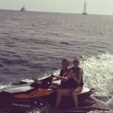 Roman Weidenfeller dreht mit seiner Partnerin Lisa Rossenbach eine Runde auf dem Jet-Ski.