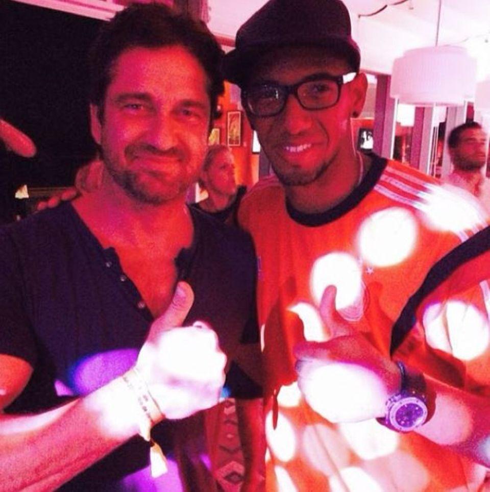 Jerome Boateng macht Hollywood unsicher und trifft in einem Club auf Gerard Butler.