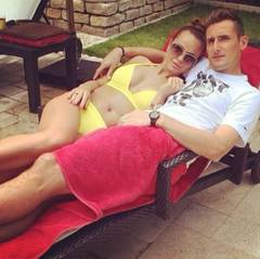 Der WM-Rekordtorschütze Miroslav Klose genießt die Zweisamkeit mit seiner Frau Sylwia.