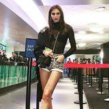 Unterwegs am Flughafen zeigt sich Liliana Nova zwar sexy, nur stimmt das Verhältnis von Kopf und Beinlänge hier nicht so ganz.