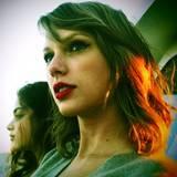 Im wahren Leben braucht sich Taylor nicht zu verstecken, sie wirkt auch ohne Retusche natürlich schön.