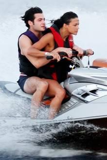 Michelle Rodriguez und ein Kumpel geben Vollgas im Urlaub auf Ibiza.