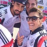 "Mesut Özil twittert kurz nach der Landung: ""Zurück im Land der Weltmeister""."