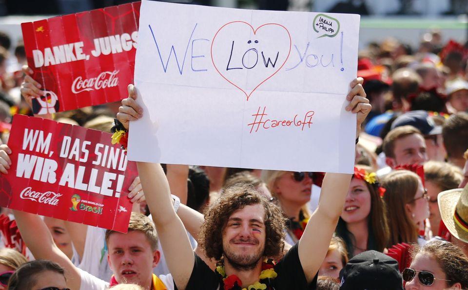 Die Fans freuen sich auf Trainer Jogi Löw.