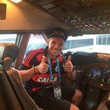 Lukas Podolski hat schon mal Platz genommen: Auf geht's zurück nach Deutschland zur Fanmeile nach Berlin.