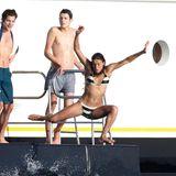 Michelle Rodriguez wagt den Sprung von der Yacht vor Ibiza.